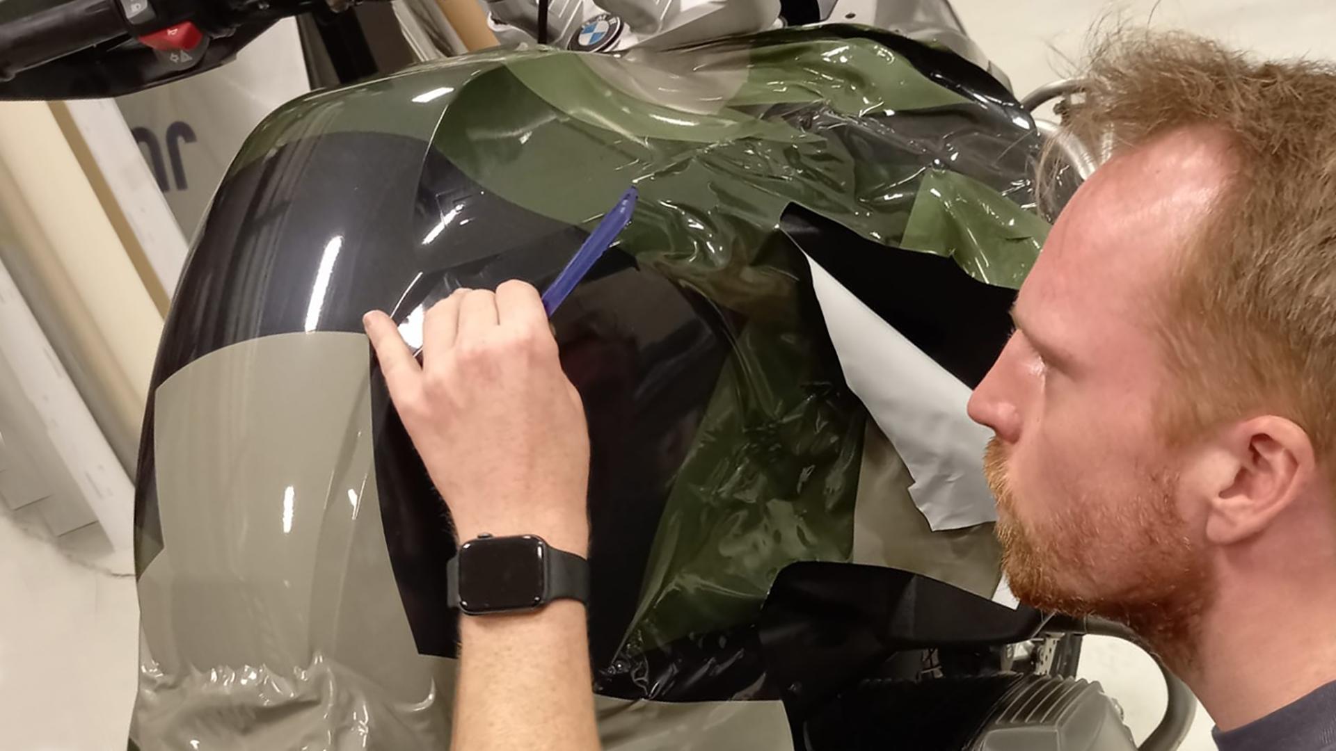 Plaatsing wrapping Moto