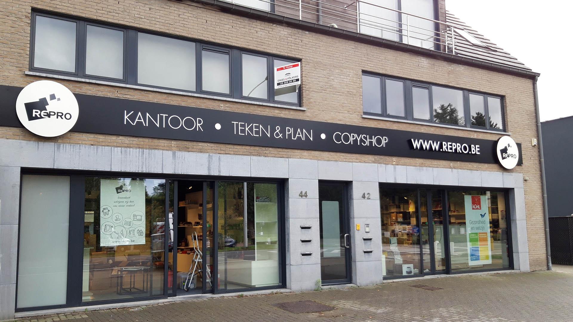 Geveldecoratie freesletters Antwerpen